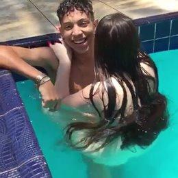 Flagra na piscina novinhas transando com amigos