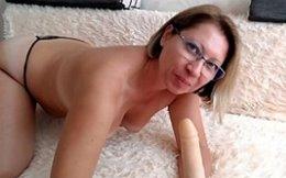 Coroa latina gostosa se masturbando quente na webcam