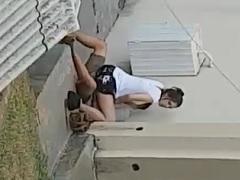 Gostosinha foi flagrada transando com namorado no beco