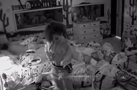 Lumena BBB21 pagando peitinho no quarto do líder